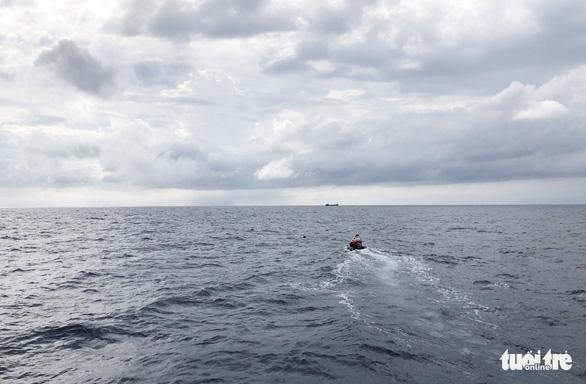 Hai lần lặn tìm 9 ngư dân Nghệ An mất tích bất thành - Ảnh 8.