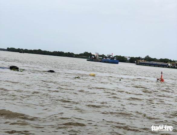 Liên tiếp 2 vụ sà lan chìm do đâm vào chân cầu Mỹ Lợi - Ảnh 3.