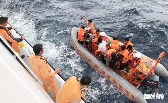 Hai lần lặn tìm 9 ngư dân Nghệ An mất tích bất thành - Ảnh 1.