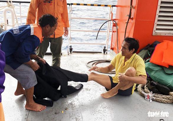 Hai lần lặn tìm 9 ngư dân Nghệ An mất tích bất thành - Ảnh 10.