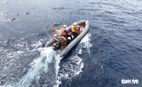 Hai lần lặn tìm 9 ngư dân Nghệ An mất tích bất thành - Ảnh 12.