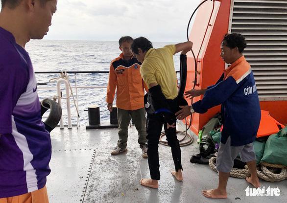 Hai lần lặn tìm 9 ngư dân Nghệ An mất tích bất thành - Ảnh 9.