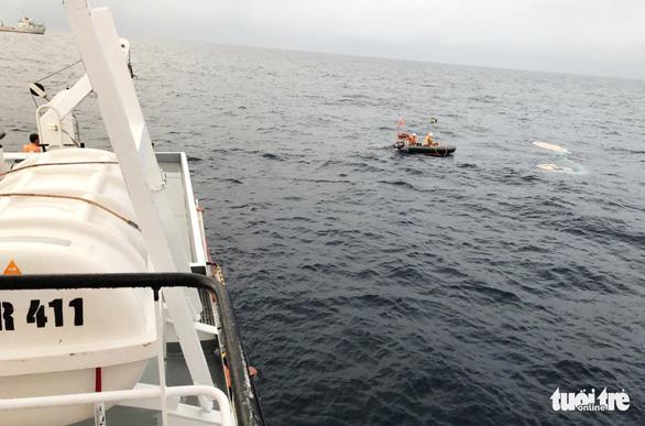 Hai lần lặn tìm 9 ngư dân Nghệ An mất tích bất thành - Ảnh 11.