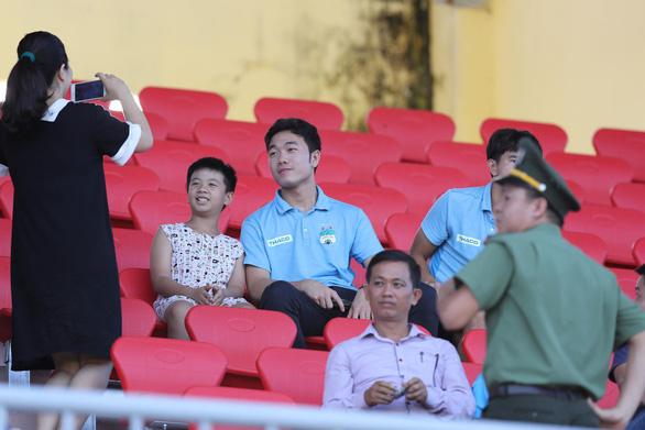Tứ kết Cúp quốc gia 2019: Hậu vệ Văn Sơn sút 11m bật cột dọc, Hoàng Anh Gia Lai bị loại - Ảnh 2.