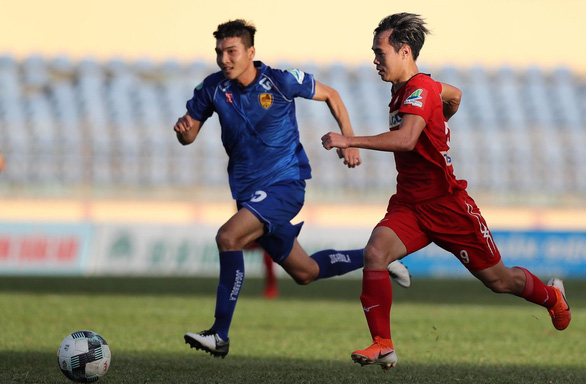 Tứ kết Cúp quốc gia 2019: Hậu vệ Văn Sơn sút 11m bật cột dọc, Hoàng Anh Gia Lai bị loại - Ảnh 3.