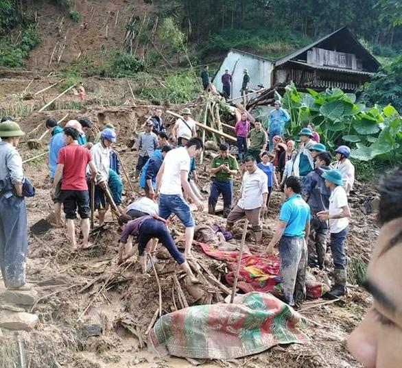 Mưa to gây lở đất ở Hà Giang làm 1 người chết, 3 người bị thương nặng - Ảnh 1.