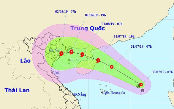 Áp thấp nhiệt đới cách Hoàng Sa 350km, biển động mạnh - Ảnh 1.