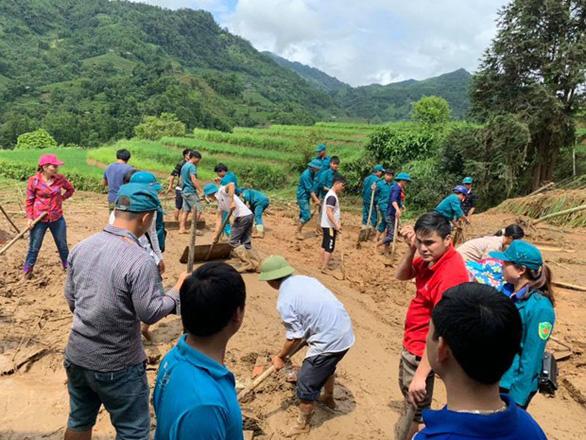 Mưa to gây lở đất ở Hà Giang làm 1 người chết, 3 người bị thương nặng - Ảnh 2.