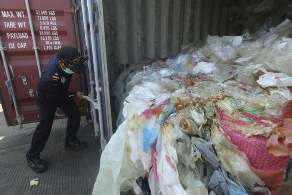 Indonesia trả 7 container rác lại cho Pháp, Hong Kong - Ảnh 1.