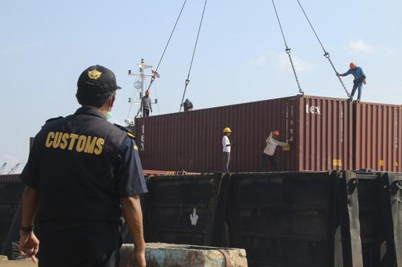 Indonesia trả 7 container rác lại cho Pháp, Hong Kong - Ảnh 2.