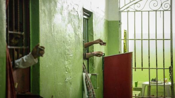 Băng đảng Brazil hỗn chiến, chặt đầu trong nhà tù, hơn 50 người chết - Ảnh 1.