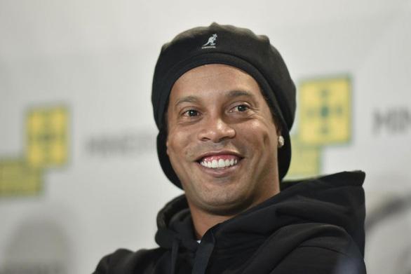 Ronaldinho bị niêm phong tài sản - Ảnh 1.