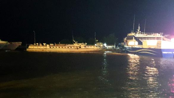 Tàu cao tốc chở khách Superdong bốc cháy khi đang neo đậu - Ảnh 3.