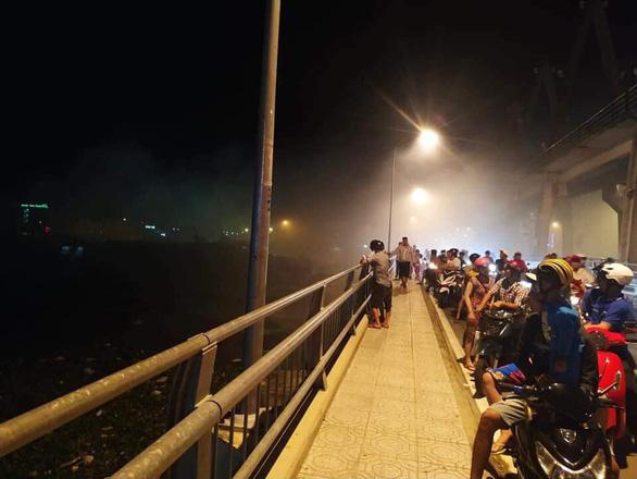 Tàu cao tốc chở khách Superdong bốc cháy khi đang neo đậu - Ảnh 1.