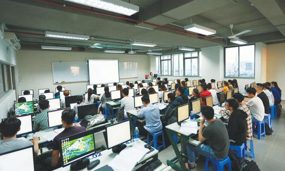ĐH Văn Lang khẳng định học viên không mua bằng thạc sĩ - Ảnh 1.