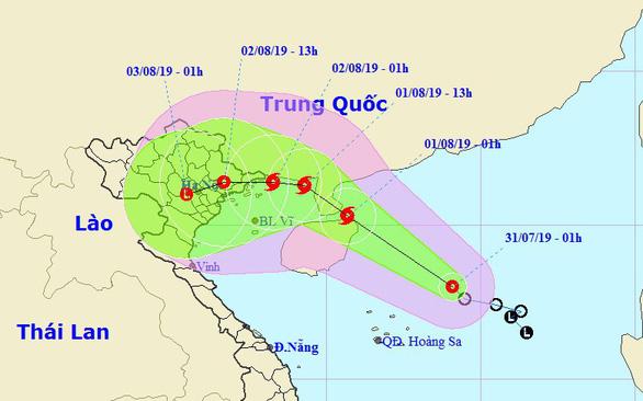 Áp thấp nhiệt đới sắp thành bão, mưa dông kéo dài - Ảnh 1.