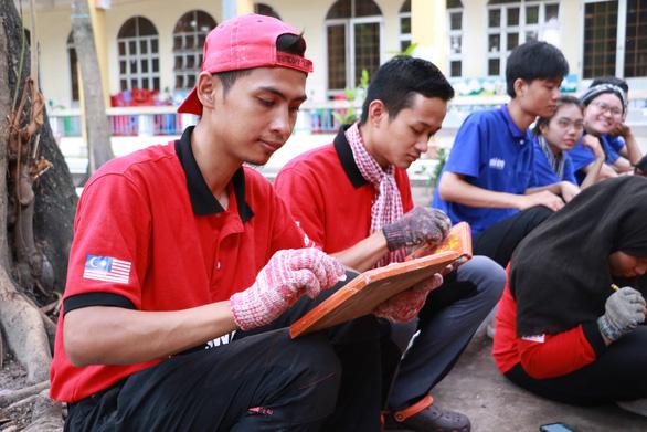 Tình nguyện viên quốc tế học tiếng Việt, trồng cây xanh ở Việt Nam - Ảnh 2.