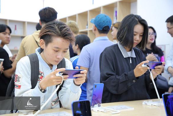 Những smartphone nào đã đưa Huawei thành thương hiệu smartphone thứ 2 toàn cầu? - Ảnh 1.