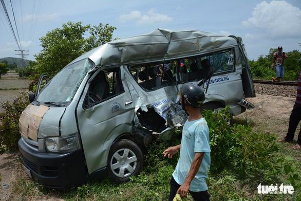 Hai chị em ruột chết thương tâm khi tàu SE27 tông ôtô 16 chỗ - Ảnh 1.