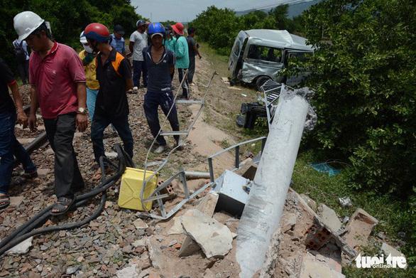Hai chị em ruột chết thương tâm khi tàu SE27 tông ôtô 16 chỗ - Ảnh 2.