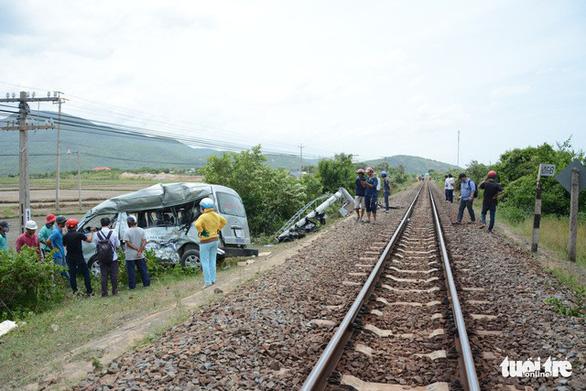 Hai chị em ruột chết thương tâm khi tàu SE27 tông ôtô 16 chỗ - Ảnh 3.