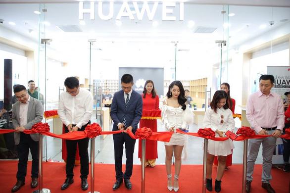 Những smartphone nào đã đưa Huawei thành thương hiệu smartphone thứ 2 toàn cầu? - Ảnh 4.
