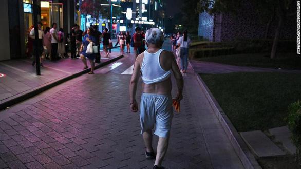 Tế Nam yêu cầu đàn ông không bikini Bắc Kinh, hở bụng, lòi rốn - Ảnh 2.