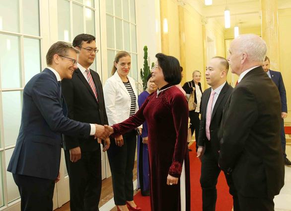 Phó chủ tịch nước Đặng Thị Ngọc Thịnh hội kiến tổng thống Thụy Sĩ - Ảnh 2.