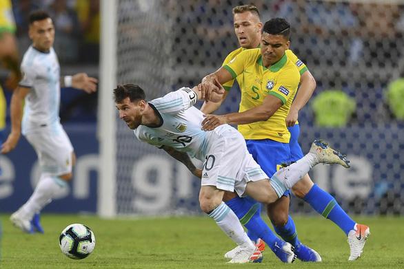 Đỉnh cao Brazil, vực sâu Argentina - Ảnh 1.