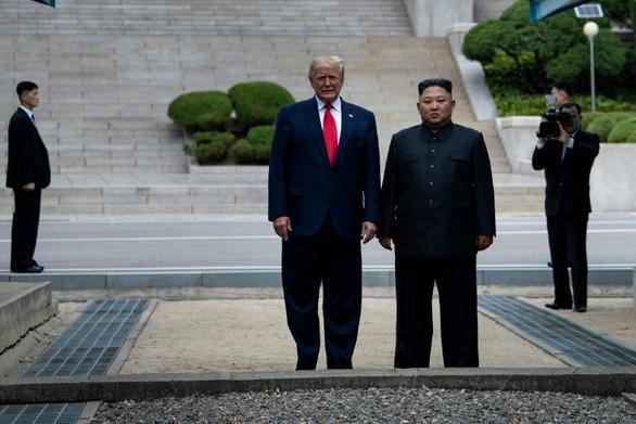 Triều Tiên trách Mỹ vừa thúc trừng phạt vừa mời hội đàm - Ảnh 1.