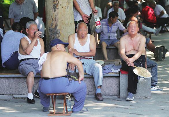 Tế Nam yêu cầu đàn ông không bikini Bắc Kinh, hở bụng, lòi rốn - Ảnh 1.