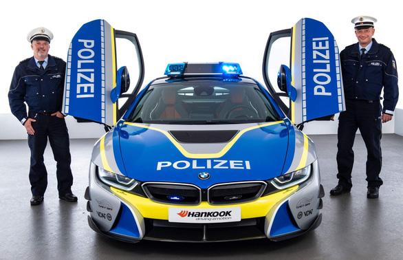 Những chiếc xe cảnh sát sang chảnh bậc nhất thế giới - Ảnh 3.