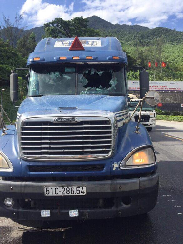 Thanh niên nghi ngáo đá khống chế tài xế container trong hầm Hải Vân - Ảnh 2.