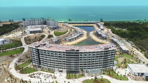 Mua 1 sở hữu 2 condotel dự án Movenpick Resort Waverly Phú Quốc - Ảnh 2.