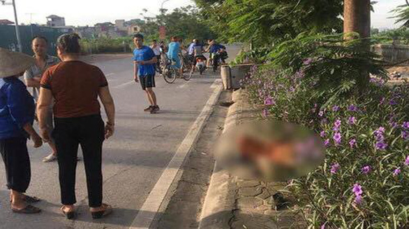 Tài xế taxi tông nữ công nhân vệ sinh rồi chạy mất, bỏ mặc nạn nhân chết bên đường? - Ảnh 1.