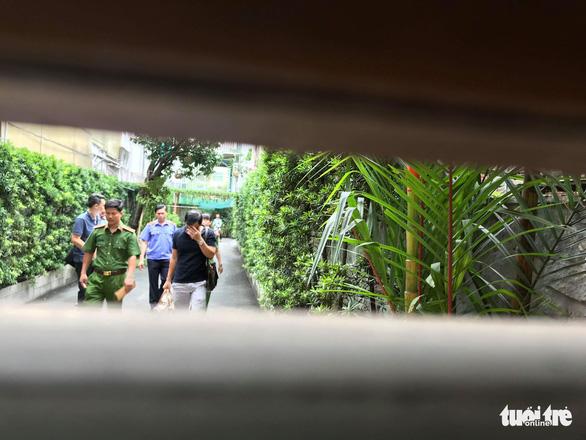 Khám xét nhà và nơi làm việc của ông Lê Tấn Hùng - Ảnh 6.