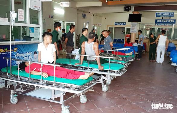 Xe du lịch đâm xe container, 1 người chết, nhiều người nhập viện - Ảnh 5.