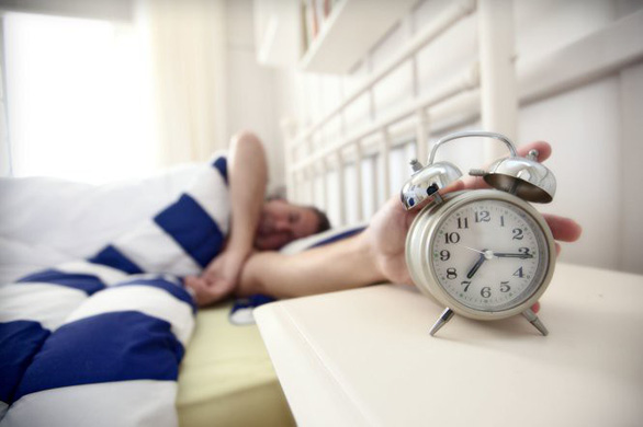 Ngủ nướng vài phút khiến cả não và cơ thể bị rối giữa thức và ngủ