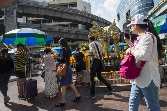 Du khách nước ngoài sẽ phải mua bảo hiểm bắt buộc khi tới Thái Lan - Ảnh 1.