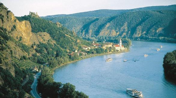 Báo động ô nhiễm kháng sinh trên các dòng sông - Ảnh 1.