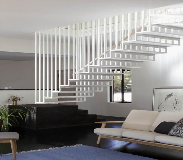Bỏ phố lên núi, hòa mình vào thiên nhiên trong ngôi nhà tối giản ở Úc - Ảnh 2.