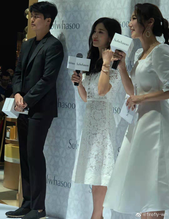 Fan Trung Quốc kéo đến sự kiện Song Hye Kyo xuất hiện sau tin ly hôn - Ảnh 5.