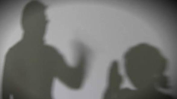 Cảnh sát Hàn Quốc bắt người chồng đánh vợ Việt trước con trai nhỏ bị quay clip - Ảnh 1.