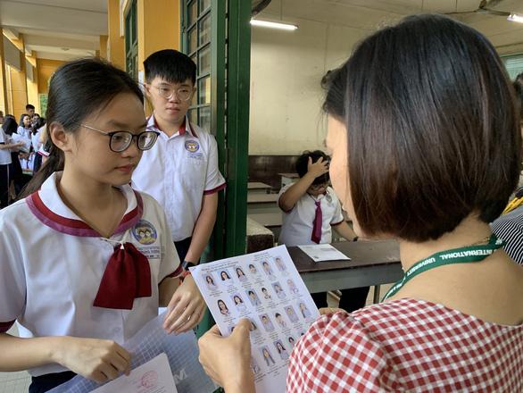 Hơn 2.000 thí sinh đầu tiên trúng tuyển vào ĐH Kinh tế TP.HCM - Ảnh 1.