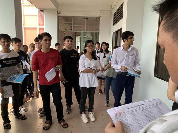 Hơn 15.000 thí sinh thi đánh giá năng lực đợt 2 của ĐH Quốc gia TP.HCM - Ảnh 3.