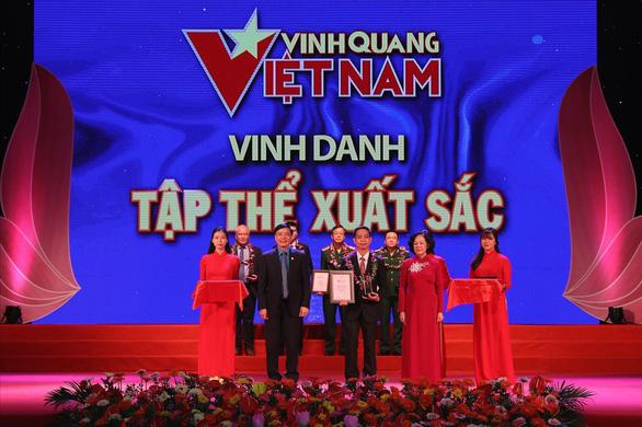 Cầu thủ Quang Hải, doanh nhân Johnathan Hạnh Nguyễn được vinh danh Vinh quang VN - Ảnh 1.