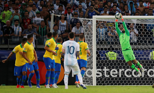 Alves tuổi 36 nhận danh hiệu Cầu thủ hay nhất Copa America 2019 - Ảnh 2.