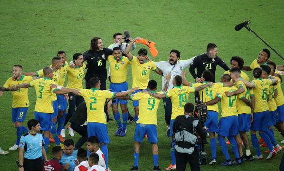 Peru chơi tấn công, nhưng Brazil đã vô địch Copa America 2019 với 10 người - Ảnh 1.