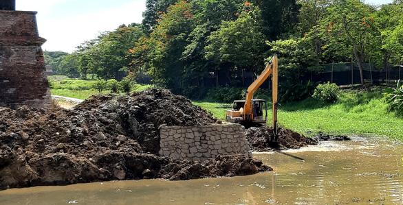 Khắc phục sai sót và xử lý trách nhiệm vụ phá cũ xây mới bờ hào kinh thành Huế - Ảnh 1.