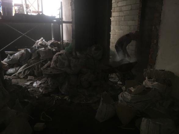 Chuyện lạ đời: Nhà chưa trát xong tường đã gửi giấy bàn giao căn hộ - Ảnh 7.